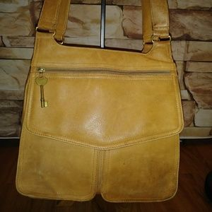 Gorgeous FOSSIL Caramel Leather purse w key